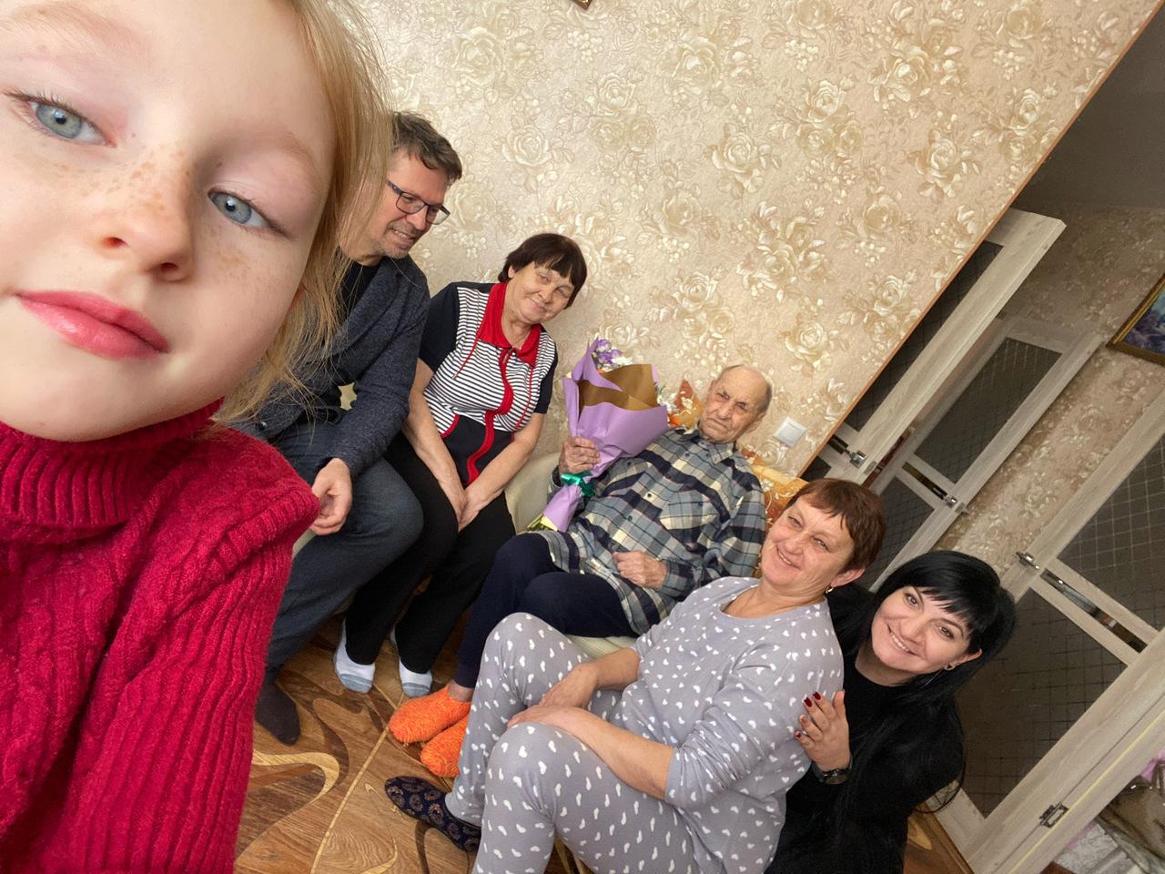 Народные избранники Константин Мигаль и Зарина Фардзинова поздравили участника Великой Отечественной  войны с 99- летием!