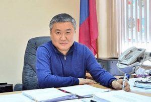 Исполняющий обязанности главы округа Вячеслав Квон представил документы в конкурсную комиссии