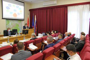 Глава АГО Вячеслав Квон выступил перед депутатами с отчетом о результатах деятельности администрации АГО за 2019 год