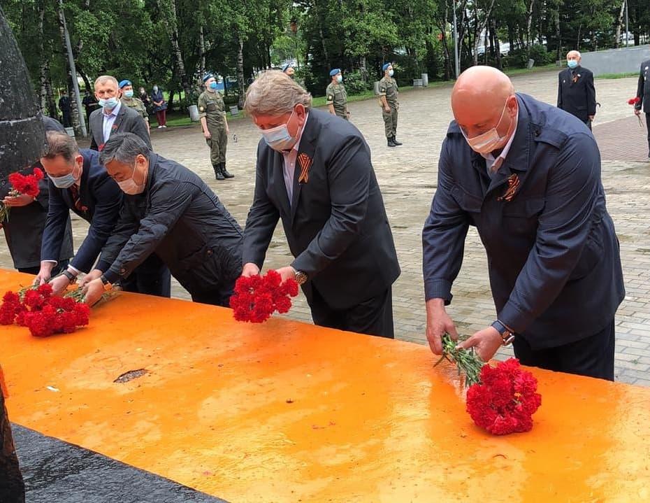 Сегодня, в День памяти и скорби, к мемориалу воинам-артемовцам, погибшим в годы Великой Отечественной войны, возложены цветы