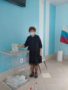 Свое избирательное право реализовали депутаты Думы АГО Альбина Власенко, Александр Журавлев и Алексей Першин.