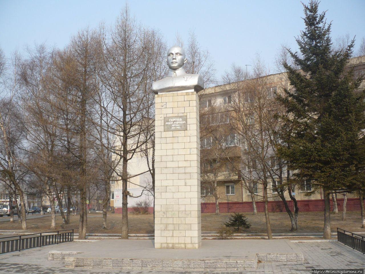 Прошло совсем немного времени с момента реконструкции объекта культурного наследия регионального значения Памятника Артему (Ф. А. Сергееву).