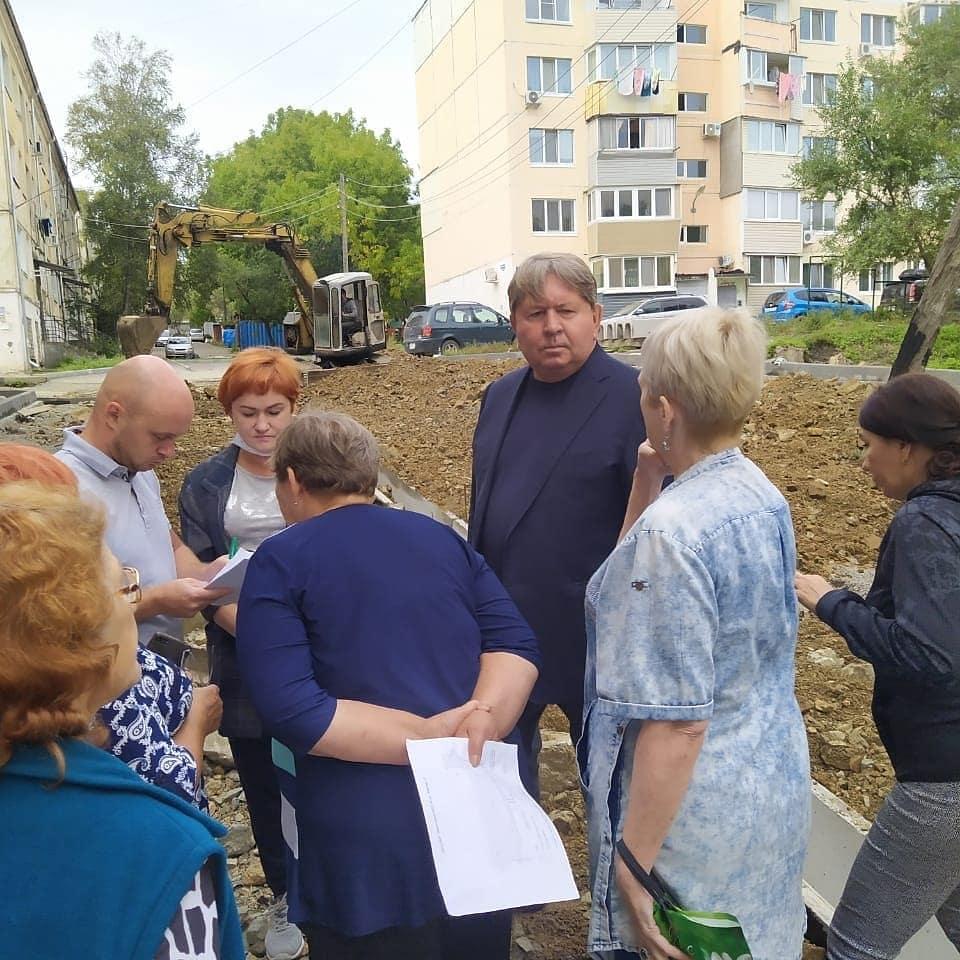 11 сентября состоялась встреча председателя Думы Анатолия Баделя с жильцами дома №87 по ул. Кирова