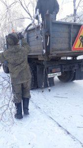 Вывоз веток с Артёмовских улиц продолжается