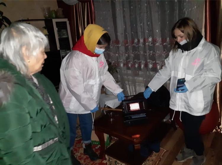 Волонтеры продолжают оказывать помощь попавшим в трудную жизненную ситуацию артёмовцам.