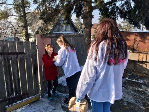 Волонтёры Артемовского городского округа продолжают оказывать помощь нуждающимся артёмовцам.