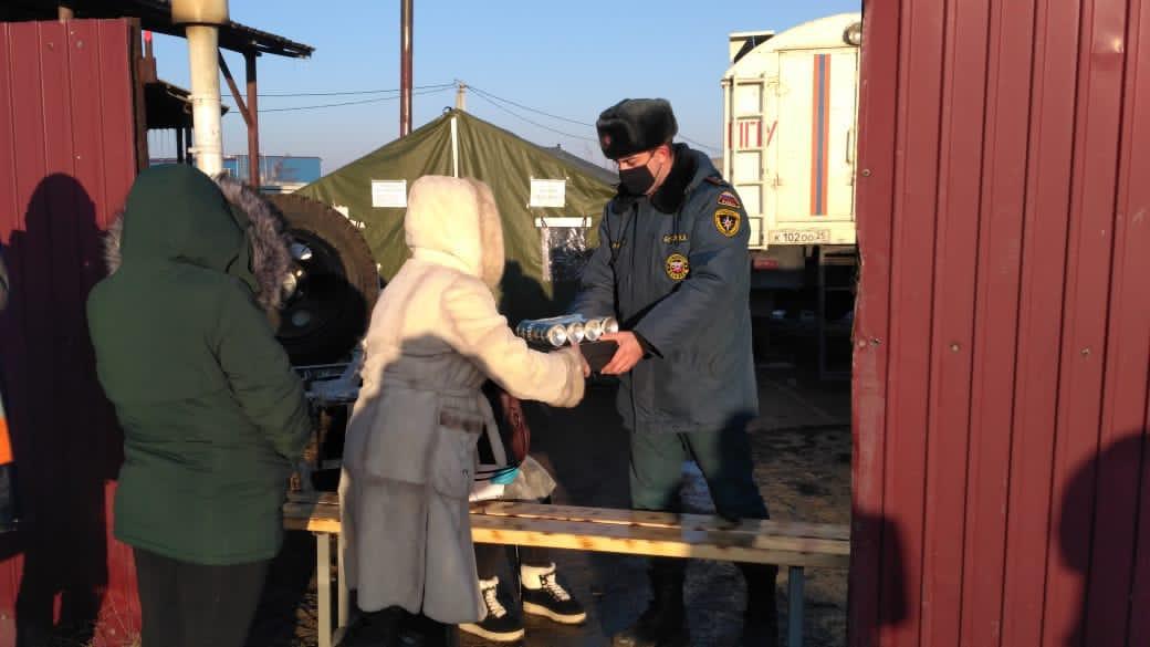 В Артёмовском городском округе продолжают обеспечивать обедом и ужином всех, кто пострадал от стихии и остался без электроэнергии