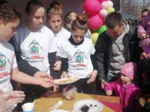 Мы сегодня помогали депутатам и аппарату Думы печь блины на городском фестивале.