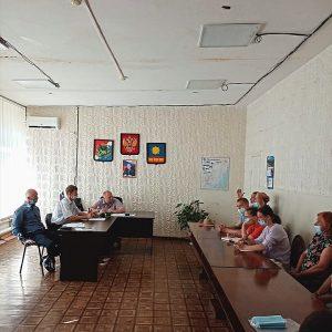 25 июня состоялась встреча депутатов Думы АГО Юрия Рыбака и Олега Ледовских с жителями ТУ «Заводской».