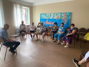Жители ТУ Заводской на встрече с депутатом Думы АГО Олегом Ледовских обозначили волнующие их вопросы