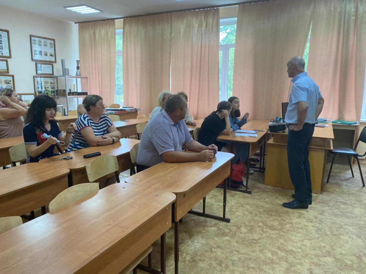 Встреча депутата Думы АГО Ледовских О. В. с педагогами образовательного учреждения