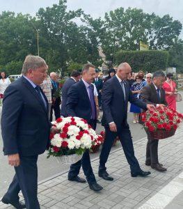 Возложение цветов к памятнику Ф. А. Сергееву